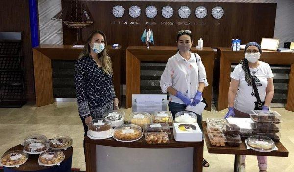 Выпечкой и десертами порадовали медиков в Мангистау