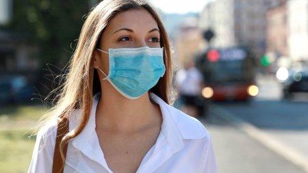 Обязательное ношение масок на улице утвердили постановлением главного санврача