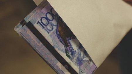 Половину от 42 500 получат казахстанцы за август