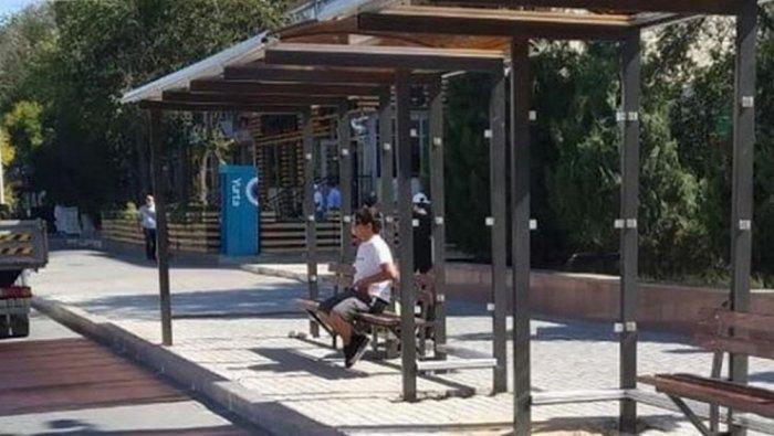 В Актау устанавливают автобусные остановки
