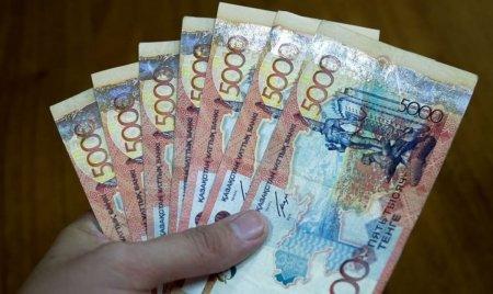Почти 800 тыс казахстанцев автоматически получили 21 250 тенге за карантин в августе