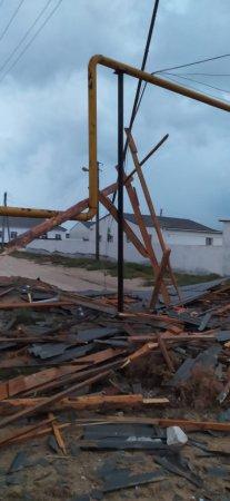 Кровлю жилого дома снесло молнией в Форт-Шевченко