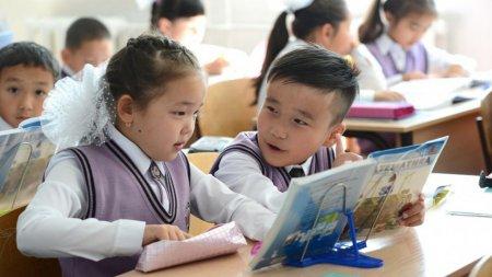 Школьники и студенты вернутся к очной форме обучения - Токаев