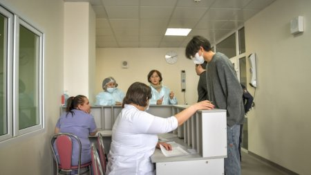 Казахстанцев попросили прикрепиться к поликлиникам