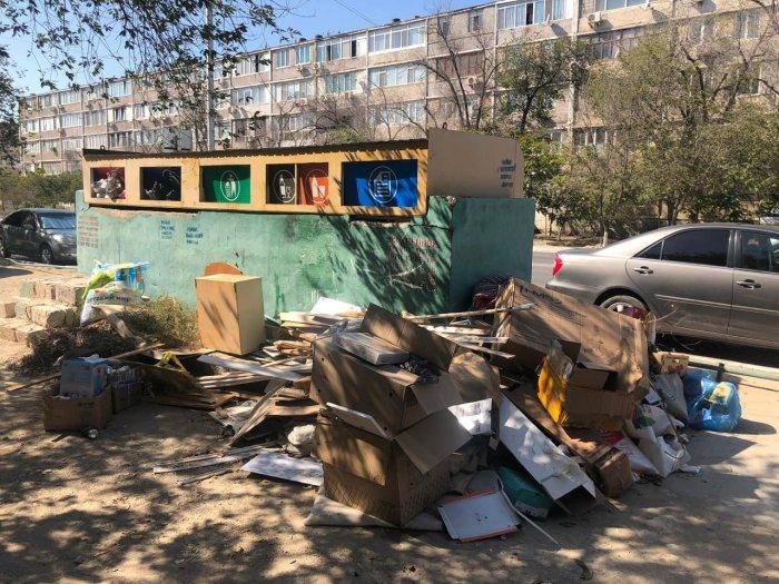 О скоплении невывезенного бытового мусора сообщили жители Актау