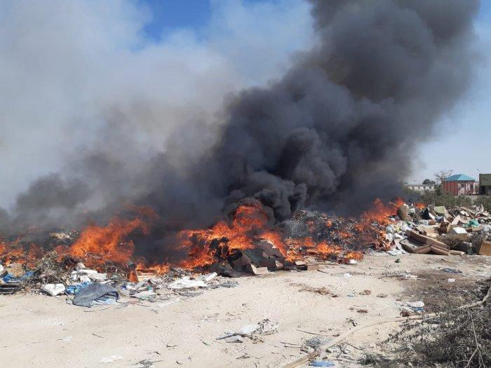 Мусор горел на территории базы ТОО «Кала жолдары» в районе промзоны №2 в Актау