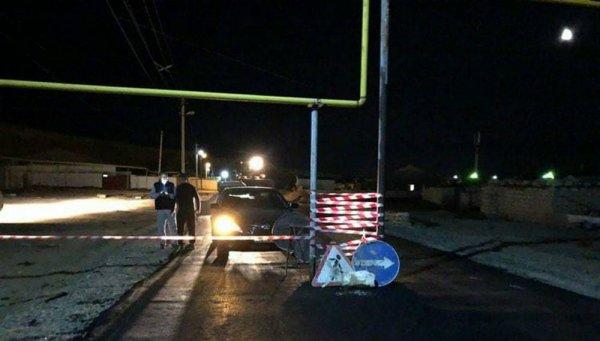 Стоящий посреди дороги газовый трубопровод возмутил жителей села в Мангистауской области