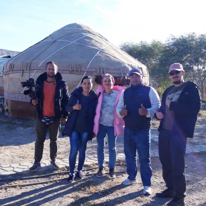 Съёмочная команда программы «Орёл и решка» посетила этноаул в Мангистау