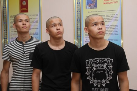 Тройняшек из Актау призвали в Национальную гвардию