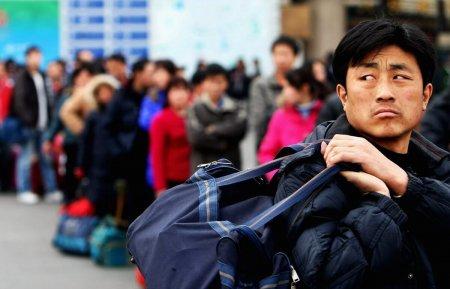 «Привезли заразу»: массовое прибытие китайских рабочих в Атырау сняли на видео