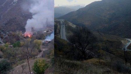 Армяне покидают земли предков и сжигают свои дома