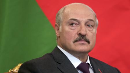Лукашенко заявил о начале передачи своих полномочий