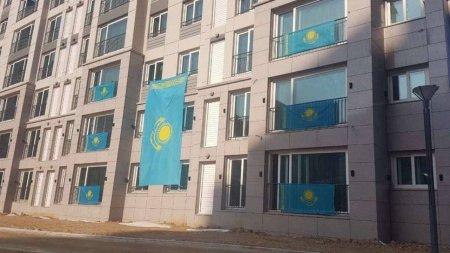 Флаг Казахстана разрешили вешать на балконах