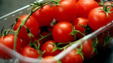 Казахстан запретил ввоз томатов из Азербайджана