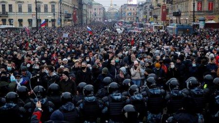 """Песков высказался о митингах и """"дворце Путина"""""""