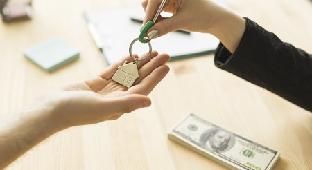 Казахстанцы придумали, как обналичить деньги из ЕНПФ на свои нужды. Работает ли это?
