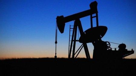 Цена нефти Brent достигла 61 доллара за баррель впервые с января 2020 года