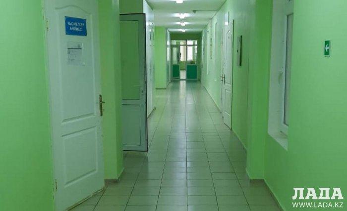 В Актау рабочие гипермаркета «Дина» заявляют об отравлении на работе
