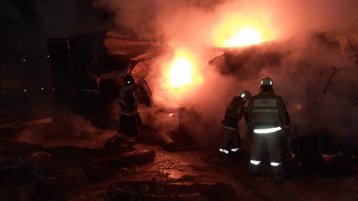 Фура из Азербайджана сгорела на трассе в Бейнеу