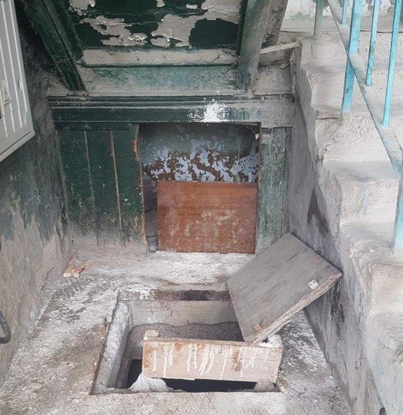 Трупный запах из подвала одного из домов в 3 микрорайоне Актау беспокоит жильцов