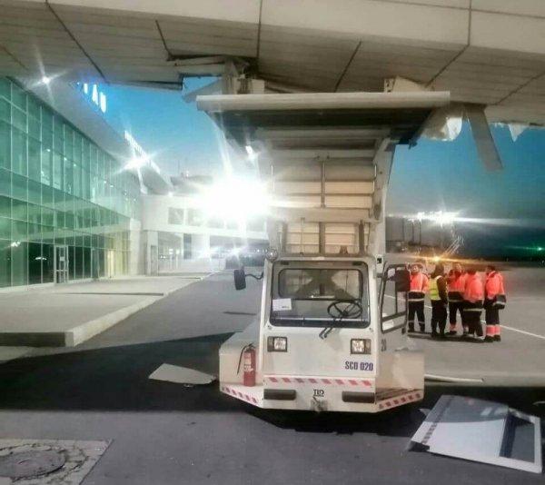 В аэропорту Актау произошла авария