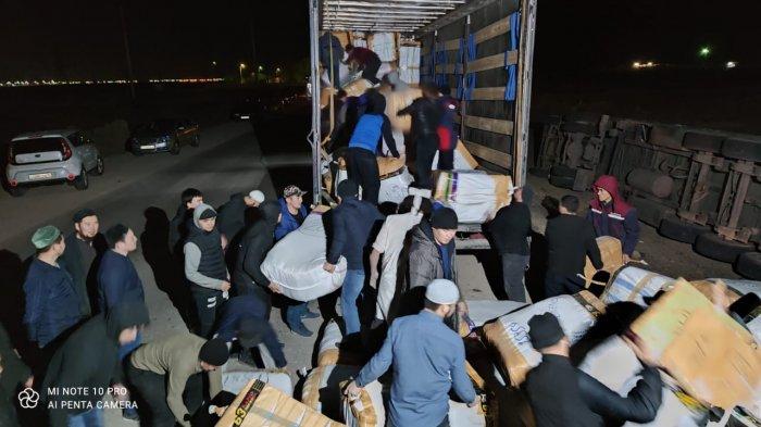«Не без добрых людей»: История спасения фуры из Турции в Жанаозене