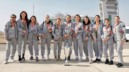 Баскетболисток из Актау с почестями встретили болельщики