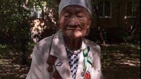 100-летнюю бабушку-ветерана исключили из списка из-за курения в ВКО