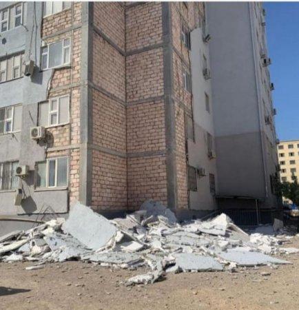 Обшивка многоэтажки обрушилась в Актау: Повреждён газопровод