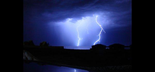 Молнии над Актау. Фото и видео
