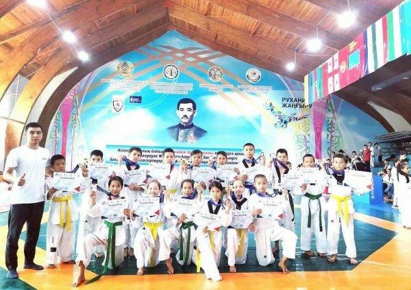Близняшки-тхэквондистки из Актау не стали драться в финале турнира: Исход боя решили «камень, ножницы, бумага»