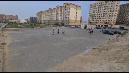 В 16 мкр не хватает детской футбольной площадки ВИДЕО
