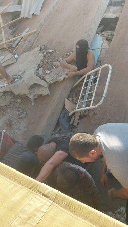 Появились фото обрушения общежития в актауской колонии