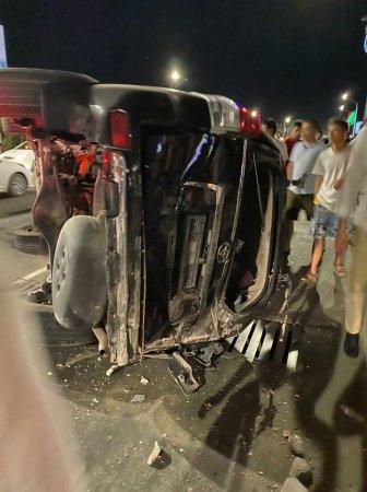 В 7 микрорайоне Актау в результате ДТП перевернулся внедорожник: есть пострадавшие