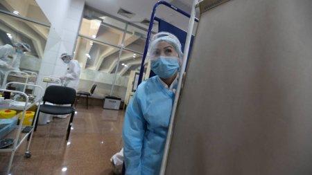Одной вакцинацией пандемию не остановить - ученые