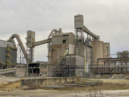 Сингапурская компания выкупает казахстанский цементный завод