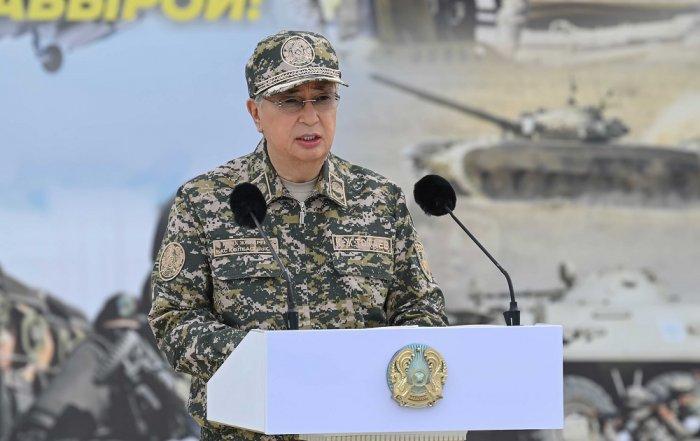 Глава государства посетил военные учения «Отпантау-2021» на полигоне в Мангистау
