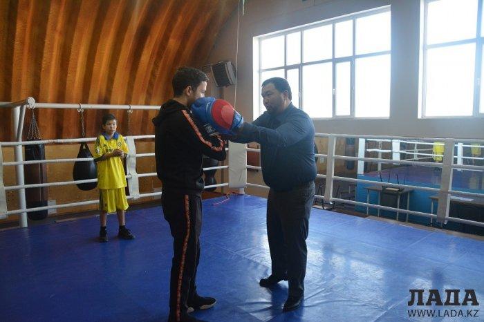 Областной турнир по юнифайд-мини-футболу и мастер класс по боксу провели для особенных детей в Актау
